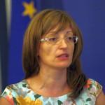 Захариева: НЕК плаща на фирми, близки до партии