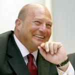 """Почина шефът на """"Коч холдинг"""" - Мустафа Коч"""
